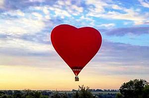Аренда воздушного шара в форме сердца для влюбленных Алматы